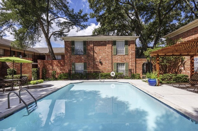 The 5 best affordable houston apartments right now for Affordable pools houston texas