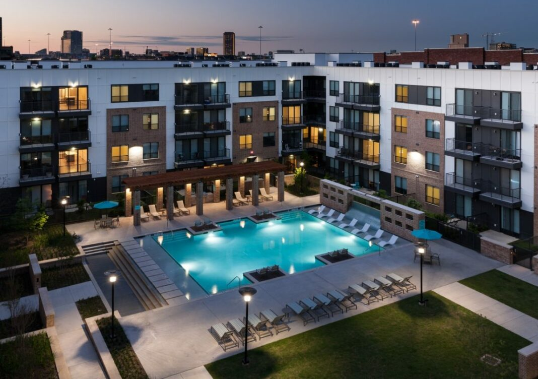 The 5 best dallas apartments with pools available now for Pool design dallas texas
