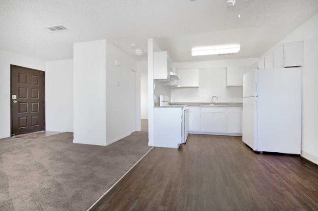 Wondrous Top 10 Apartment Deals In Las Vegas Home Interior And Landscaping Ymoonbapapsignezvosmurscom